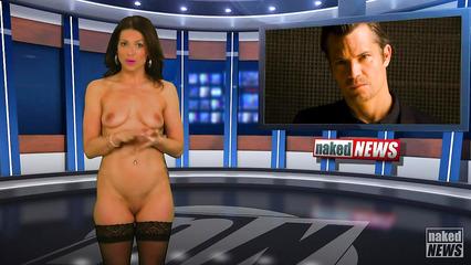 Телочки в прямом эфире ведут шоу с голыми сиськами и кисками