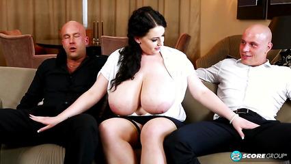 Толстую секретаршу трахнули мужики после длительных переговоров