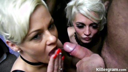Две похабные блондинки делают двойной минет до семяизвержения